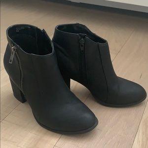 Diba black ankle boots